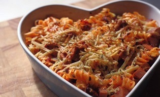 Pølse og bakt tomatpasta
